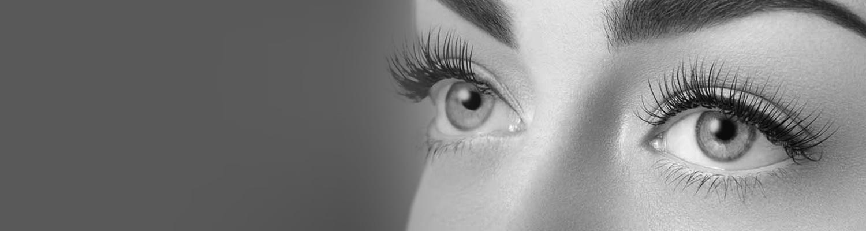 eyelash extentions hos moisture